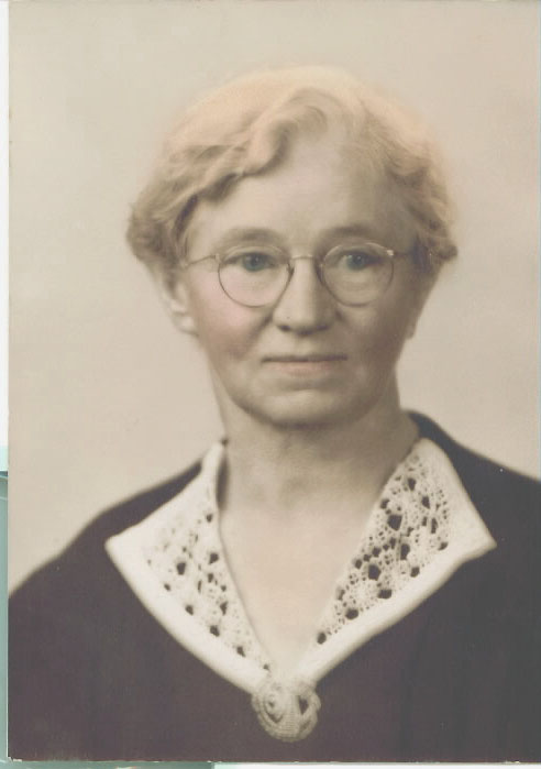 "Sallie Maud Williams was born on 20 Sep 1882 in Tipton County, Tennessee. Her father, James Franklin, was 40 years old, and her mother, Mary Ann Baucom, was 35 years old. On May 19, 1901, in Tennessee, Sallie married Hardy Harmon ""Doc"" Williams. They had six children during their marriage. Two of their babies died in infancy in 1906 and 1910. Their son, Russell, died at the age of six (1911-1917). The other three children are Hardy Harmon Jr., Harry Lee Sr., and Charles Owen."